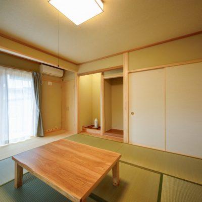広縁、床の間、仏間のある塗り壁(中霧島壁)のちゃんとした和室